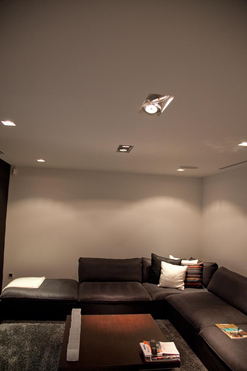 Elektrotechniek De Pauw verzorgde zowel de binnen als buitenverlichting, het domoticasysteem, videofonie en bewakingssyteem. Kortom een totaalproject